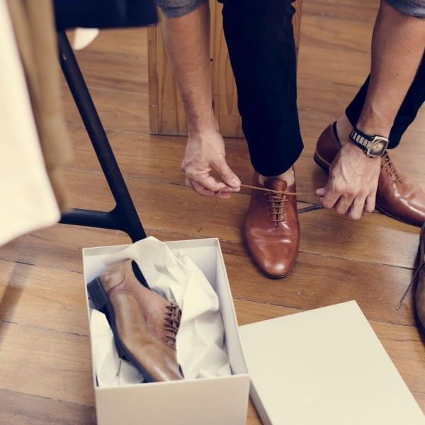 Você sabe qual a combinação perfeita entre sapato e camisa?