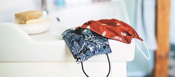 Para usar as máscaras de tecido e aumentar a sua eficácia, é muito importante ter alguns cuidados em sua higienização.